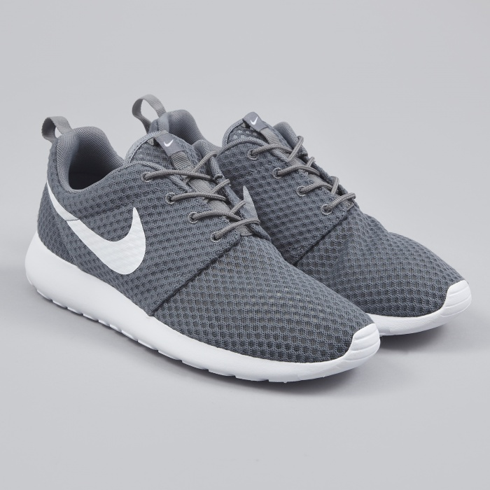 nike roshes grey and white