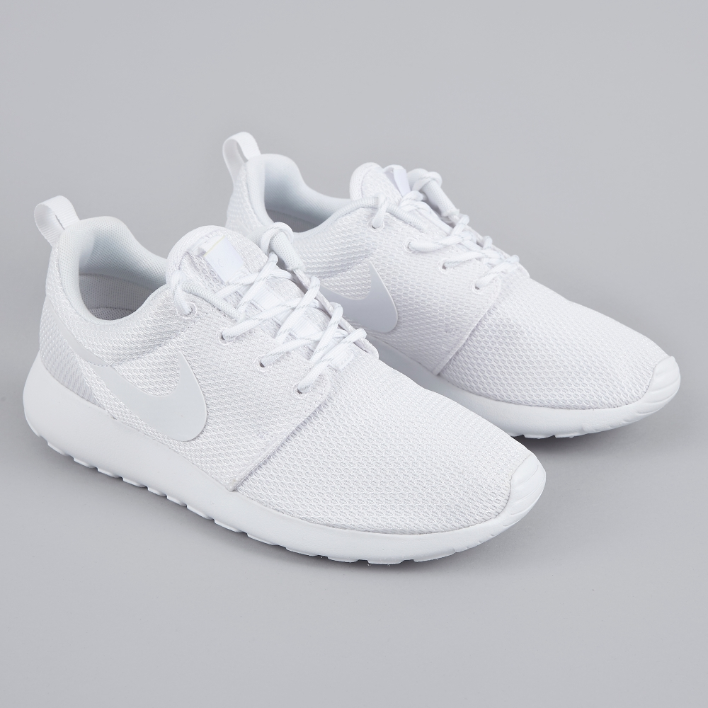 nike roshe one white white