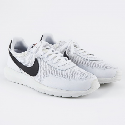 Roshe Daybreak NM - White/Black/Summit White