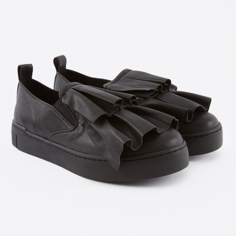 Frill Detailed Slip-On - Black