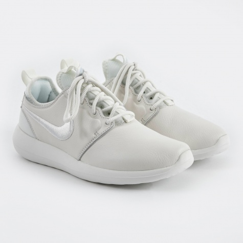 Roshe Run Two SI Shoe - Summit White/Summit White-Blue