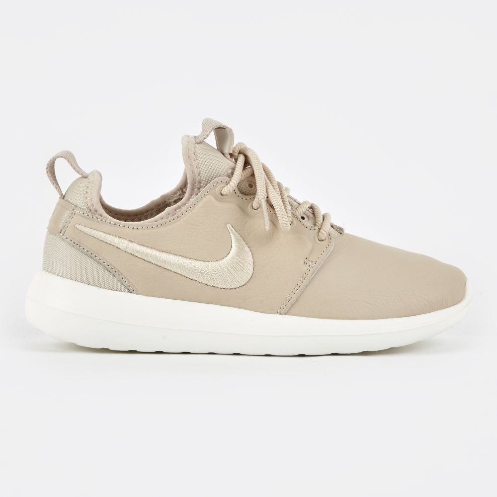 NIKE WOMENS ROSHE TWO SI Triple White running training