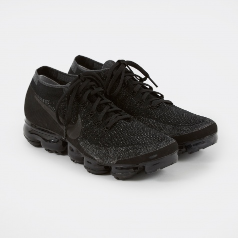 Women's NikeLab Air Vapormax Flyknit Shoe - Triple Black