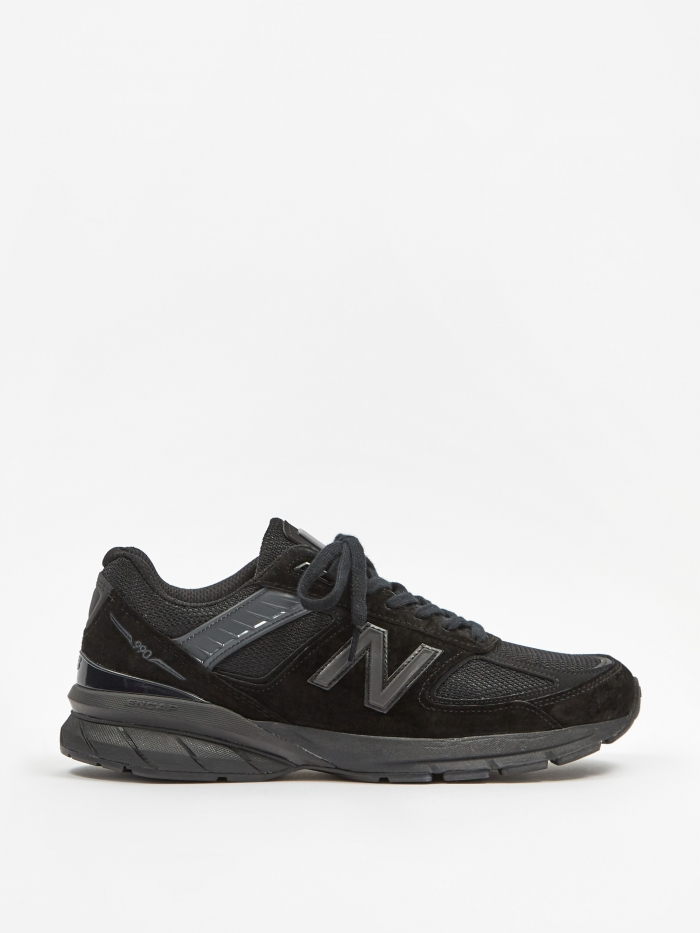 New Balance M990 - Triple Black (Image 1)