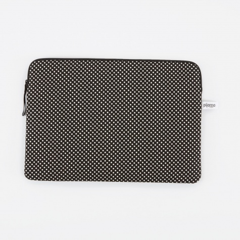 "Zip Case for MacBook 15"" - Dotty Small Black"